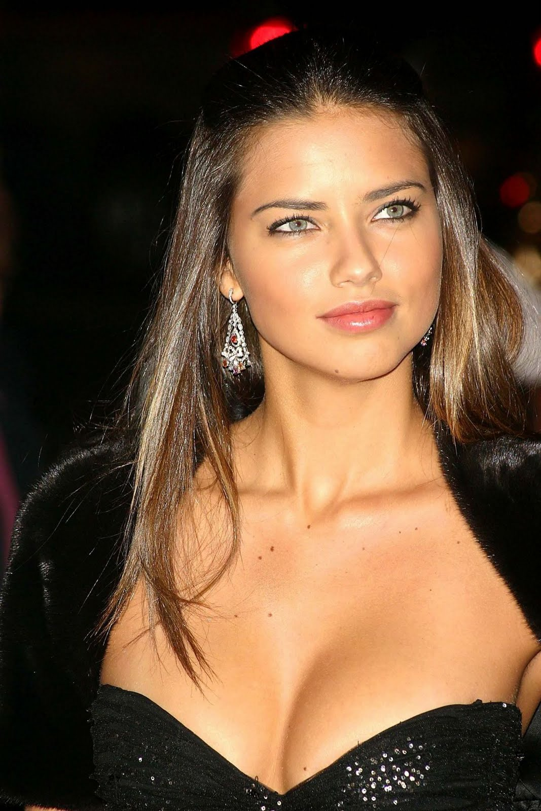 Adriana Lima New Hairstyle Pictures - News About
