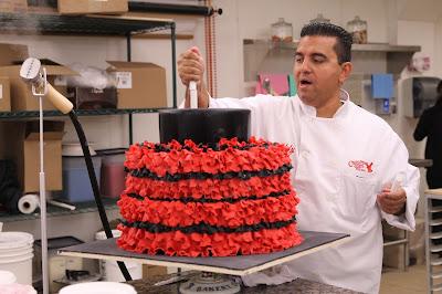 No episódio de estreia, Buddy e a equipe desenvolvem bolo colossal em formato de dragão com lança-chamas embutido - Divulgação
