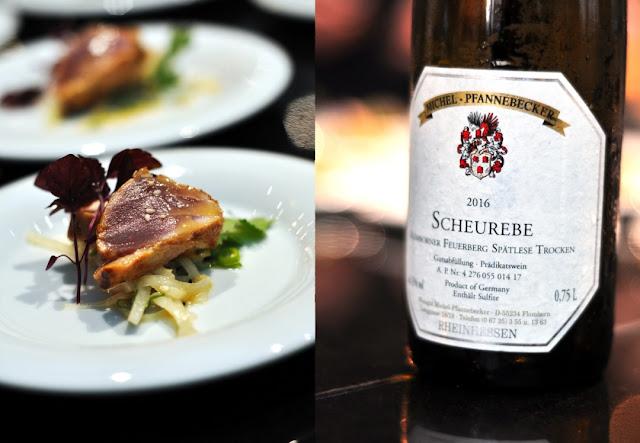 Thunfisch-Tataki mit dem Wein Flomborner Feuerberg Scheurebe Spätlese trocken Weingut Michel-Pfannebecker
