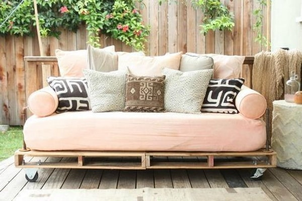 Things you can do with recycled pallets 8