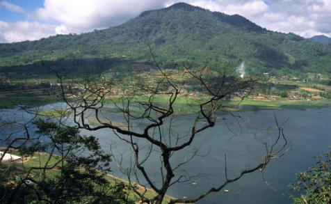 Tempat wisata danau buyan di bedugul bali