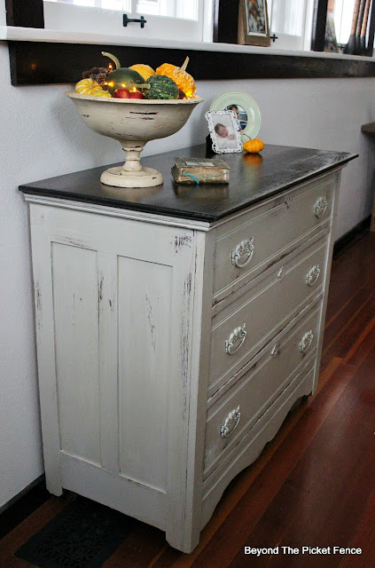 farmhouse, dresser makeover, fusion mineral paint, upcycled, https://goo.gl/zxVDy0