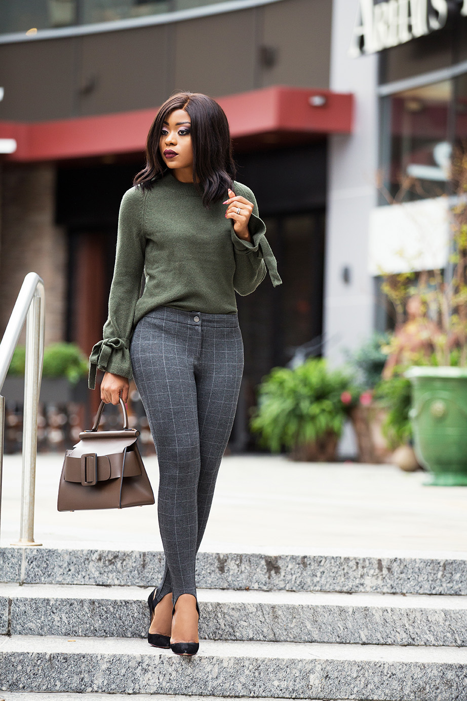 Thanksgiving outfit ideas, stirrup leggings, tie-knot sweater,