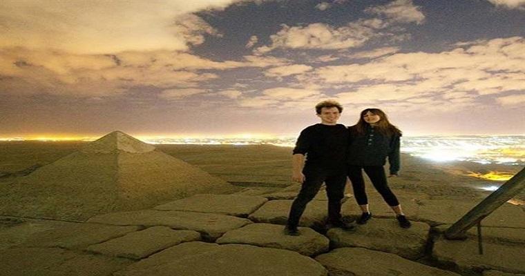 مصور أجنبي ينشر فيديو إباحي مع صديقته أعلى الهرم الأكبر