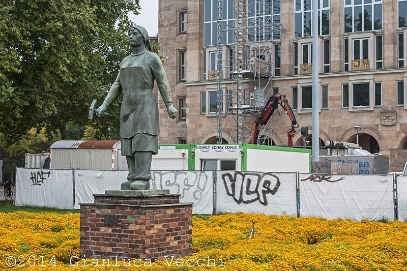 Monumento della Trummerfrau a Dresda