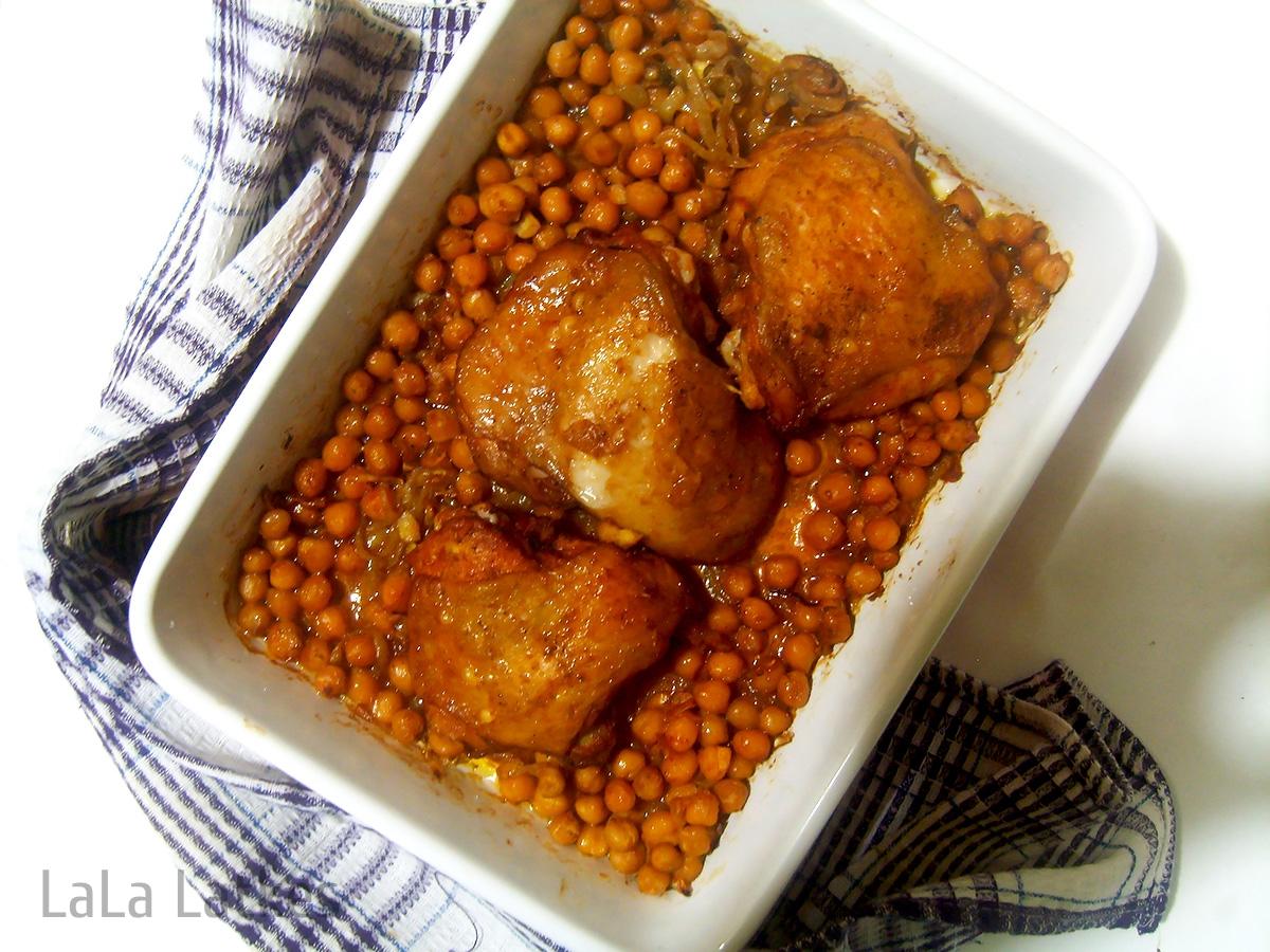 Курица с нутом и паприкой