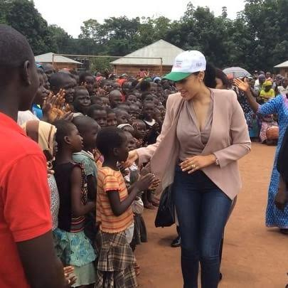 Photos: Mrs Iara Oshiomhole pays a welfare visit to IDP community in Edo State