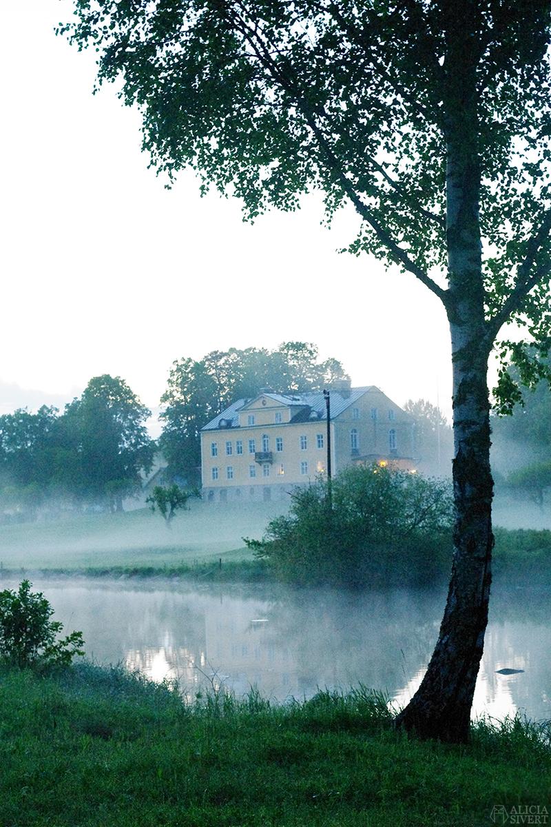 uttersberg dimma fog dusk skymning sommarkväll sommarnatt sjö