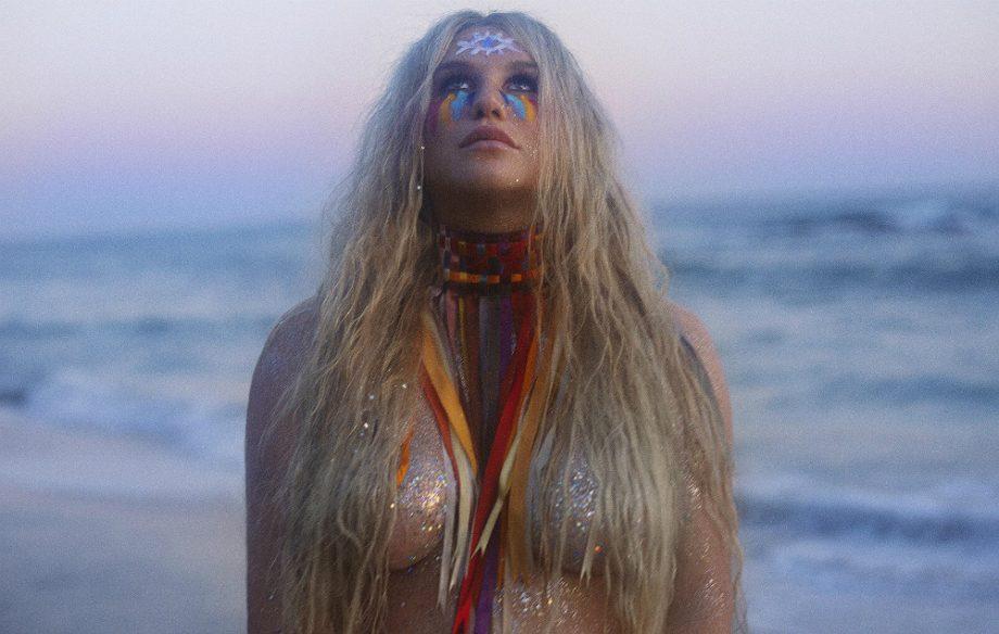 """Saiu! """"Praying"""" novo single de Kesha com clipe marcante, vejam!"""