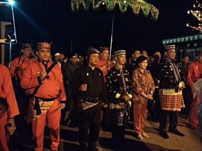 """Sujadi dan Fauzi Diarak """"Lapahan Tamu Agung Paksi Pak Sekala Brak"""" Menuju Pringsewu Expo 4.0"""