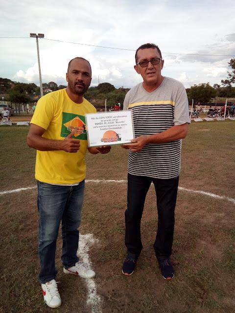Manelão recebe placa em sua homenagem