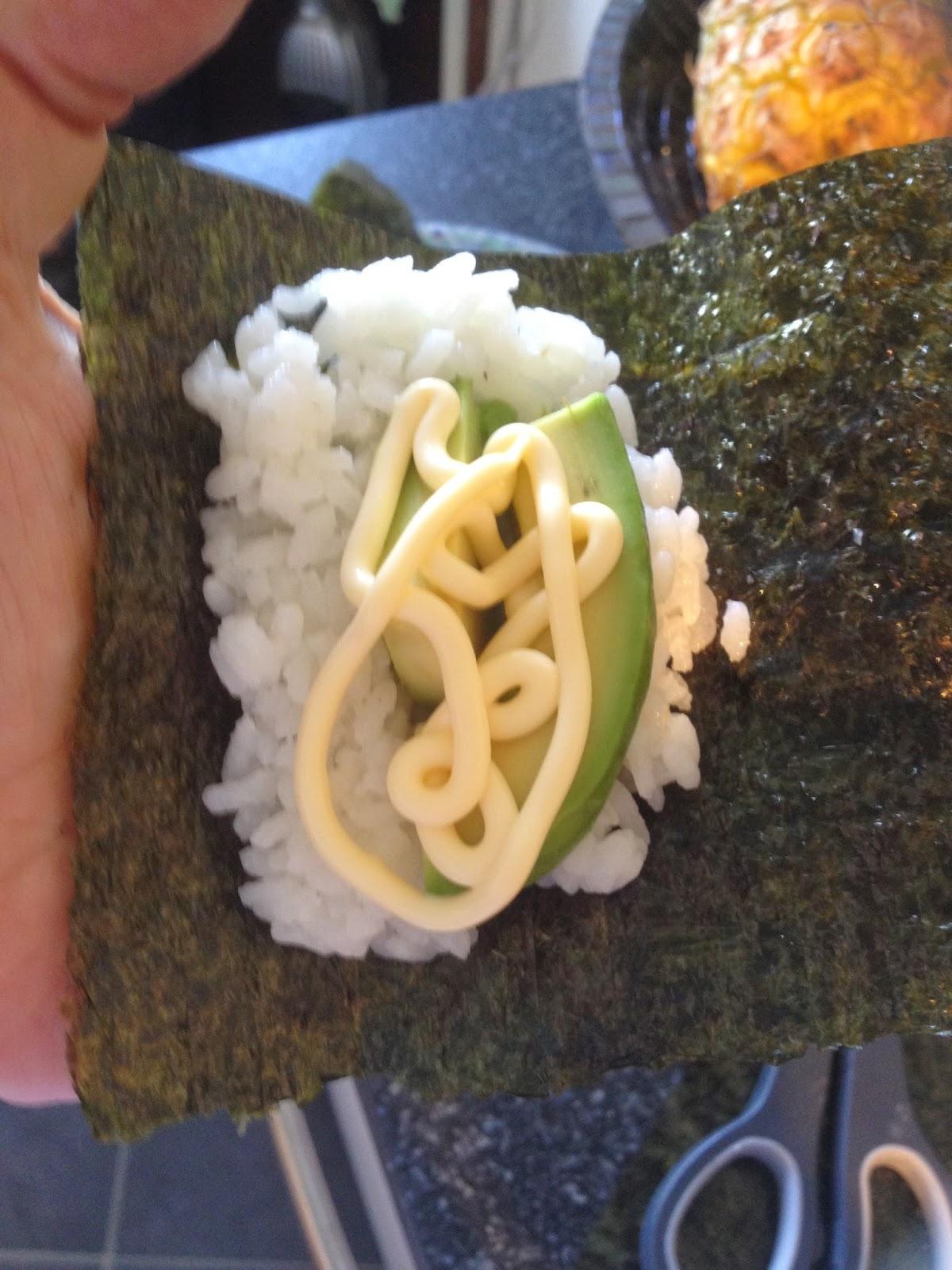 Temaki sushi stap 3