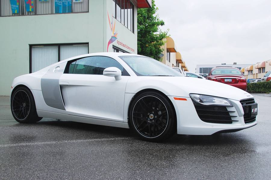 Audi r8 Black and White | sport and modif car