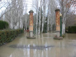 Parque de Zuera bajo el agua