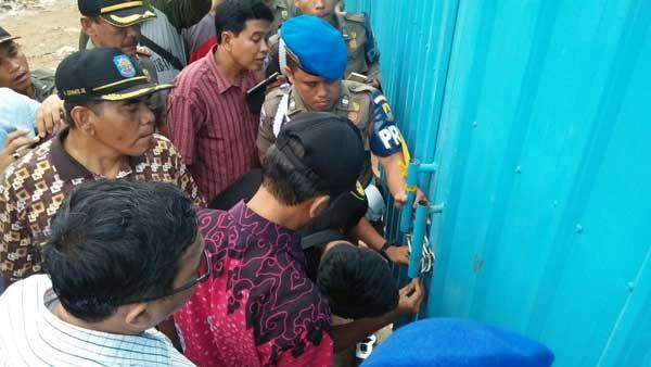 satpol pp kabupaten cirebon buka segel pltu