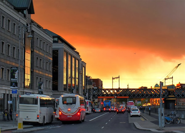 Dublin city © Annie Japaud 2013, photography, sunset, walking, tourist, George's quay, bus stop, Dublin