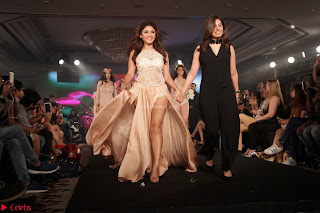 Manjari Phadnis Walks the Ramp At Designer Nidhi Munim Summer Collection Fashion Week (18).JPG