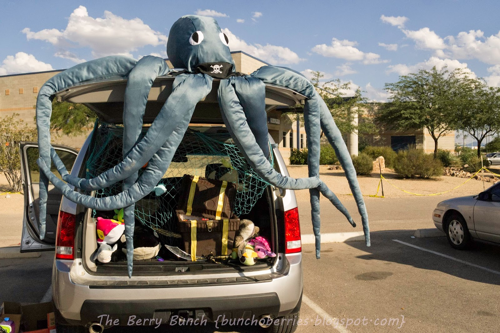 The Berry Bunch: an Octopus Trunk-or-Treat: Happy Halloween