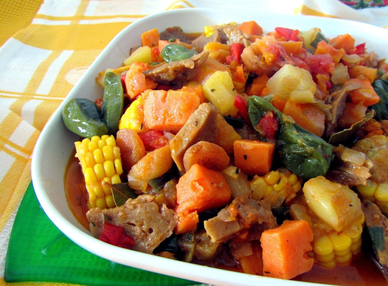 cocina con luz verde Carbonada criolla vegana