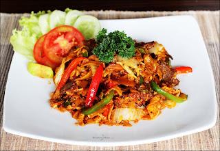 Chiangmai Noodles Roger's Cafe Dago
