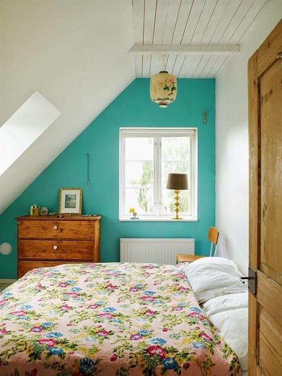 contoh desain kamar tidur di bawah atap bangunan