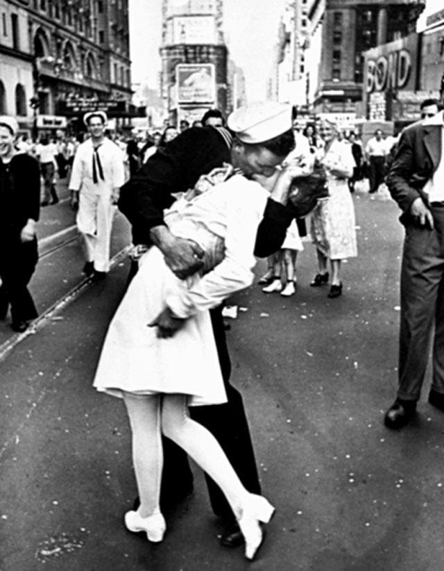 sailor nyc kiss