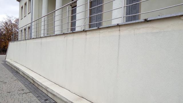 Gołębicki: Nie podzielam opinii, że budynek się sypie i posiada wady