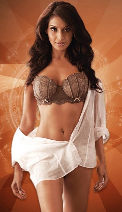 Actress Without Bra And Hot Pics Bipasha Basu Hot And Sexy-2594