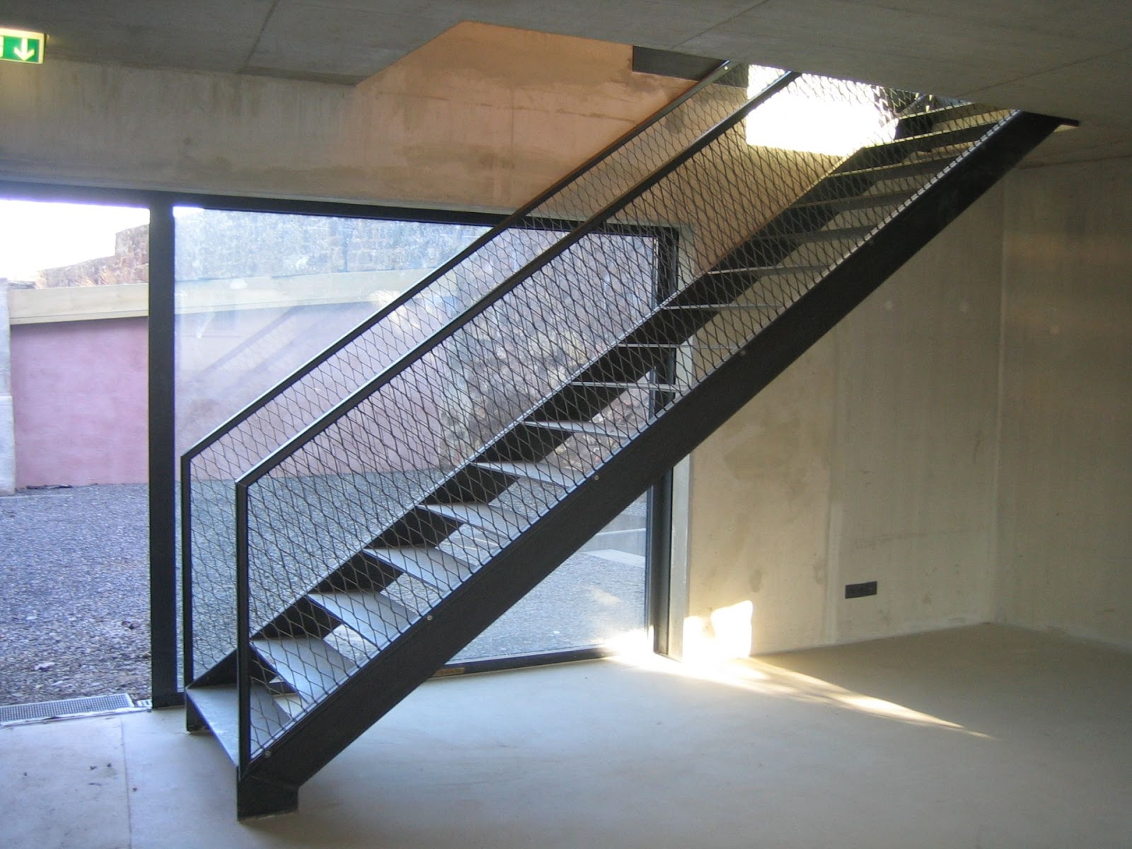 Geradläufige Treppe geländer streckmetall streckgitter