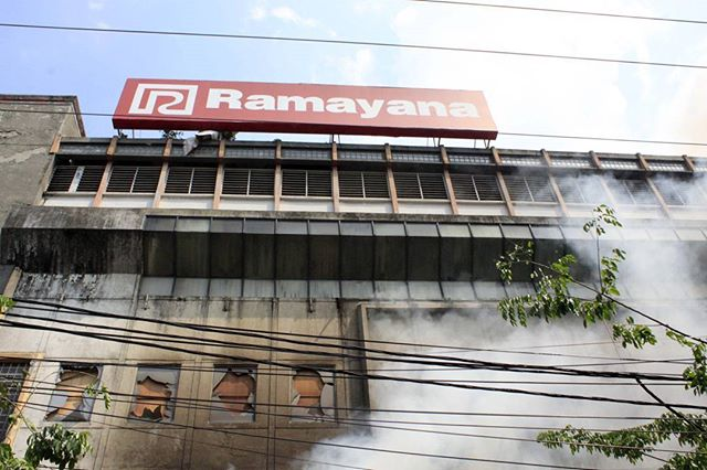 Foto Kebakaran Ramayana Aksara Plaza di Medan