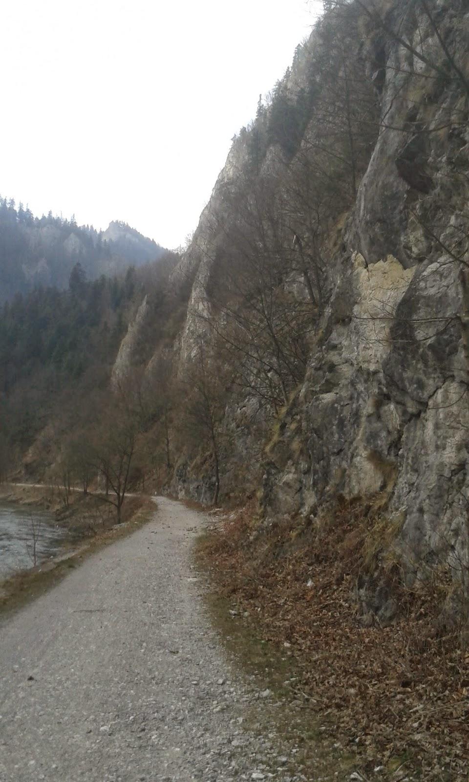 droga do Czerwonego Klasztoru