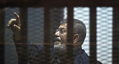 لحظة-الحكم-بإلغاء-المؤبد-على-مرسي-و-بديع-في-قضية-التخابر-كالتشر-عربية