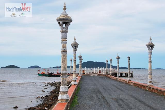 Cầu cảng để đón ghe đi đảo Thỏ