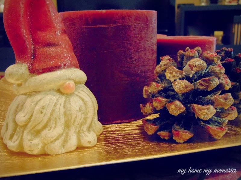 christmas-red-candles-with-pinecones