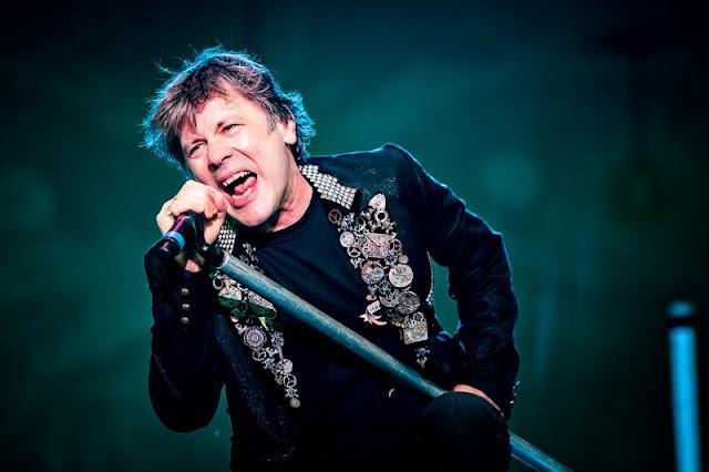 Bruce Dickinson promete surpresas em setlist da nova tour