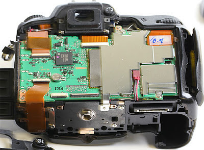 PCB pada kamera DLSR