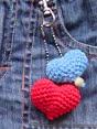 http://translate.google.es/translate?hl=es&sl=en&u=http://www.pepika.com/free-patterns/crochet-heart.html&prev=search