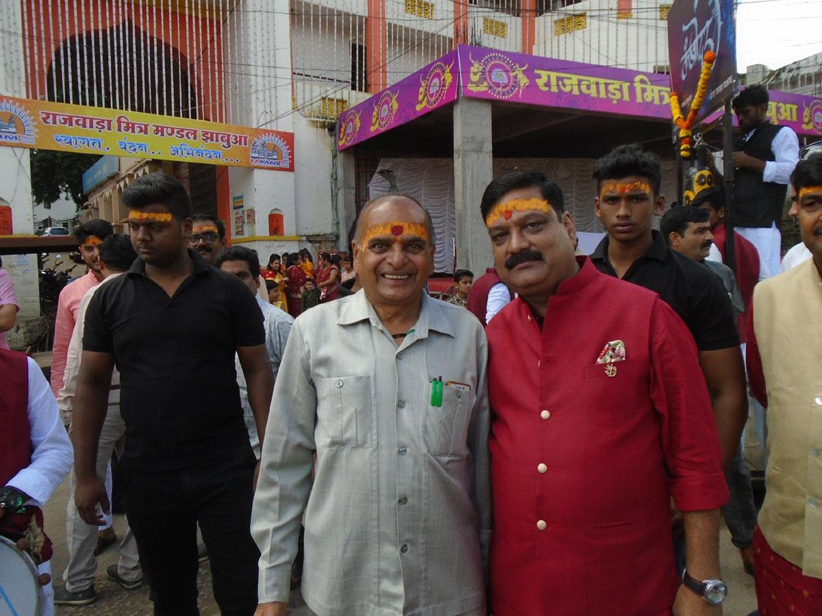 Jhabua News-राजवाडा मित्र मंडल के बैनर तले निकला मातारानी का भव्य चल समारोह
