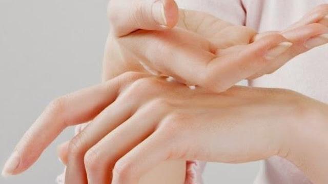 Tiga Cara Atasi Telapak Tangan Kasar Membandel