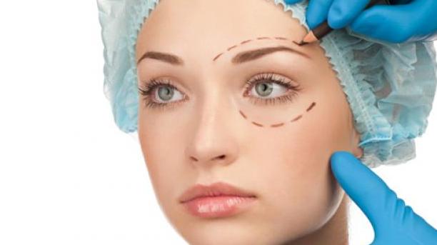 5 Alasan Orang Melakukan Operasi Plastik