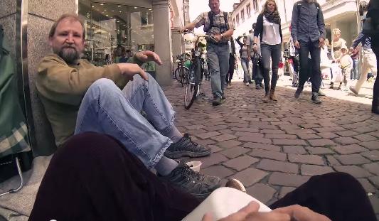 Όταν τρεις φοιτητές βοηθούν άστεγο- Συγκινητικό βίντεο