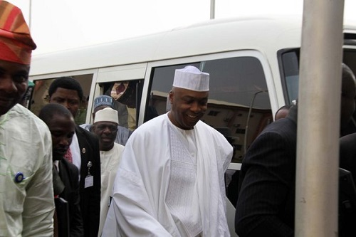 Tribunal: Saraki Arrives With 80 Lawyers - PHOTOS!