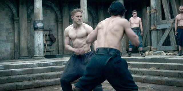 Charlie Hunnam (Arthur) dans Le Roi Arthur : la légende d'Excalibur de Guy Ritchie (2017)