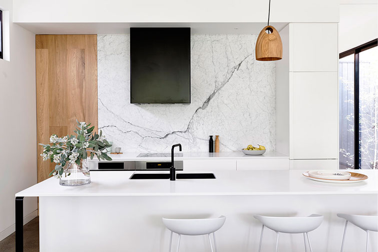 Casa contemporánea y lista de la compra