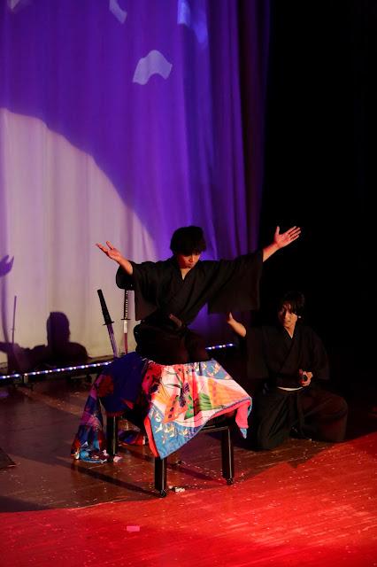 剣刺しイリュージョン|女性マジシャン・アリス(有栖川 萌)|☆マジックショー・イリュージョン・和妻の出張・出演依頼受付中☆