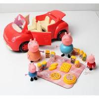 Voiture de la famille Pig partant en pique-nique