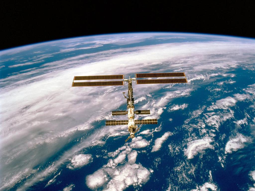 Free Wallpapers: International Space Station Wallpaper