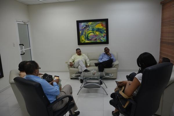 ¡Otros hablando y Merquelin trabajando!: Director de Distrito 0103 se reúne con exdirectores regionales