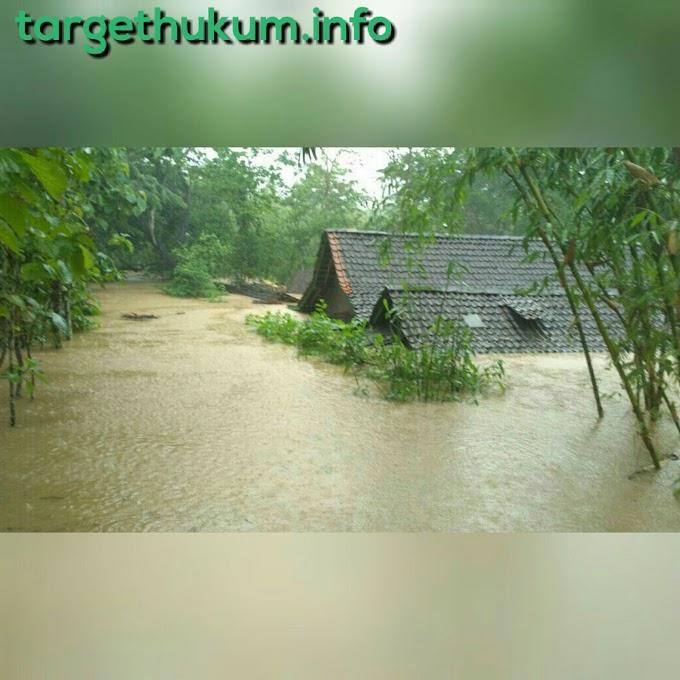 Siklus Tropis Cempaka Sebabkan Banjir, Longsor Dan Puting Beliung