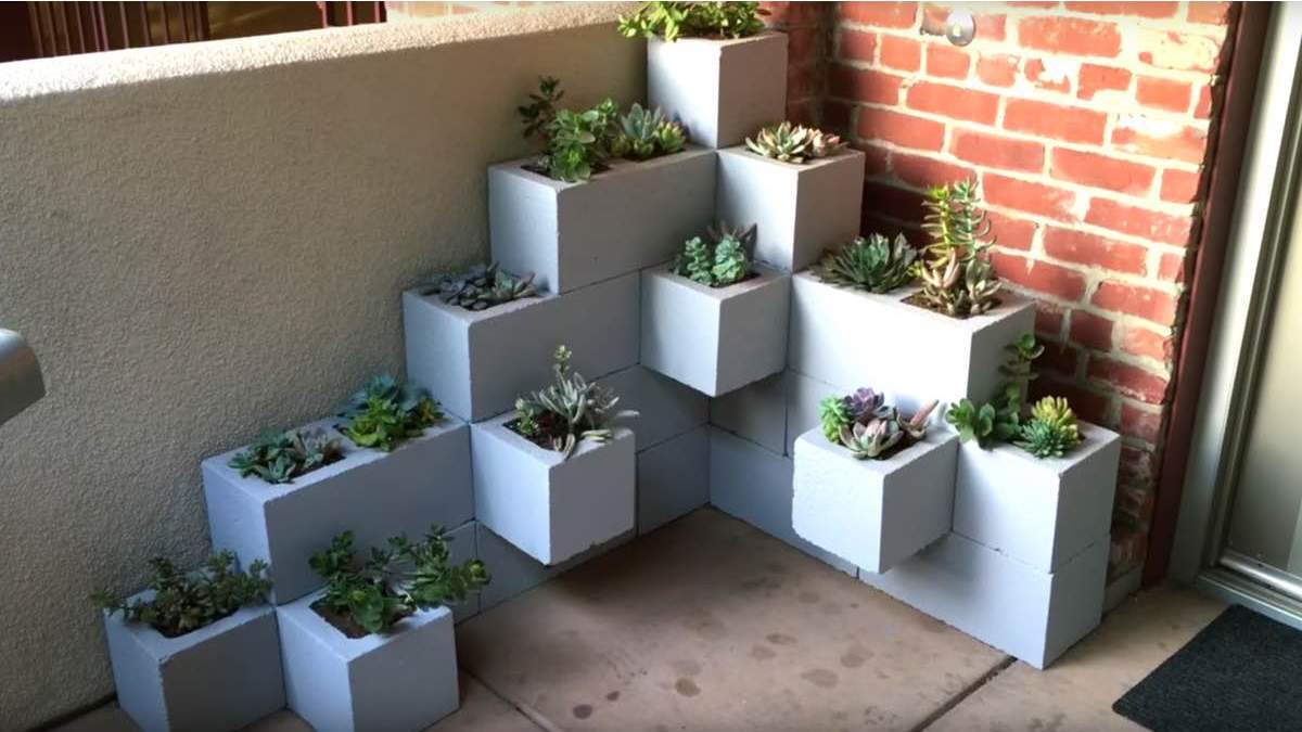 4STUNN%257E2 25 Stunning Planter Concrete Blocks Alternatives to Transform Your Backyard And That Are All Your Front Porch Needs Interior